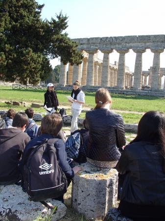 Exposé à Paestum : Maureen & Manon.